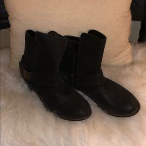 VINTAGE CROWN Leather Strapped 9.5M Short Boots